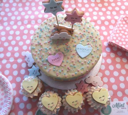 Gender Reveal taart en cupcakes